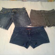 PANTALONI SCURTI DE BLUGI PENTRU FETE ( 3 perechi ) - marimea 25 - Pantaloni dama, Albastru