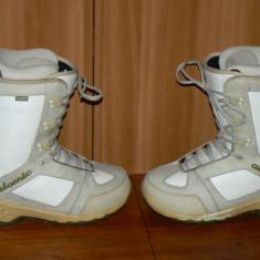 Boots snowboard Atomic marimea 39.5 in stare buna, Femei