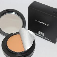 Fond de ten Mac Cosmetics compact original MAC MINERALIZE SPF15 + buretel aplicare nuanta NC42